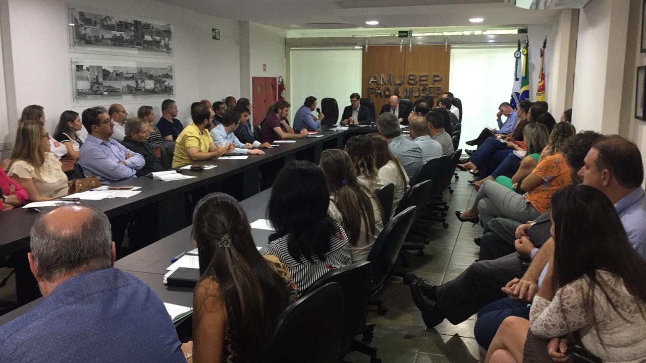 Procuradores discutem licitações para compra de medicamentos na Amusep