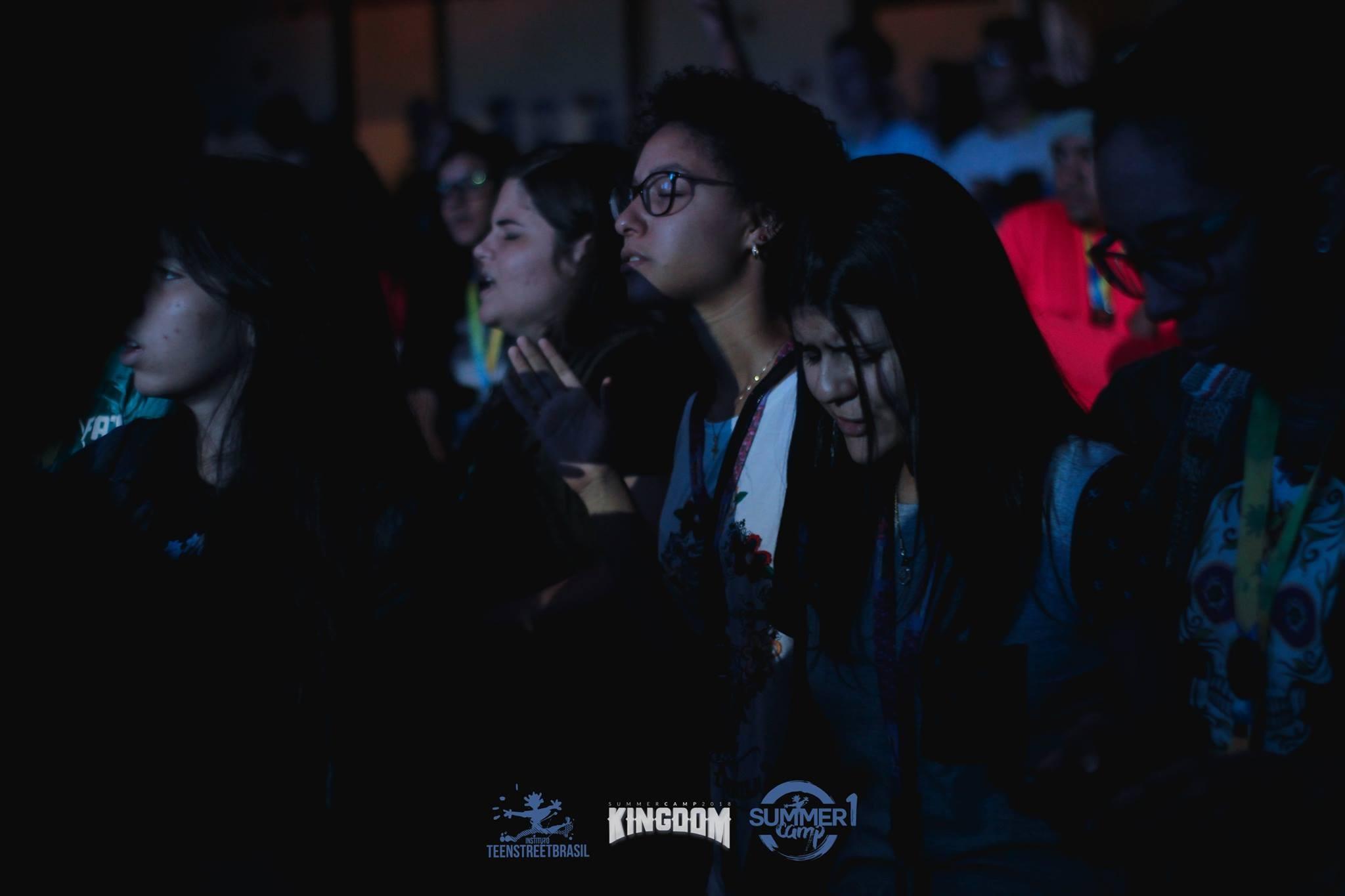 Evento cristão atrai adolescentes de todo país e do exterior