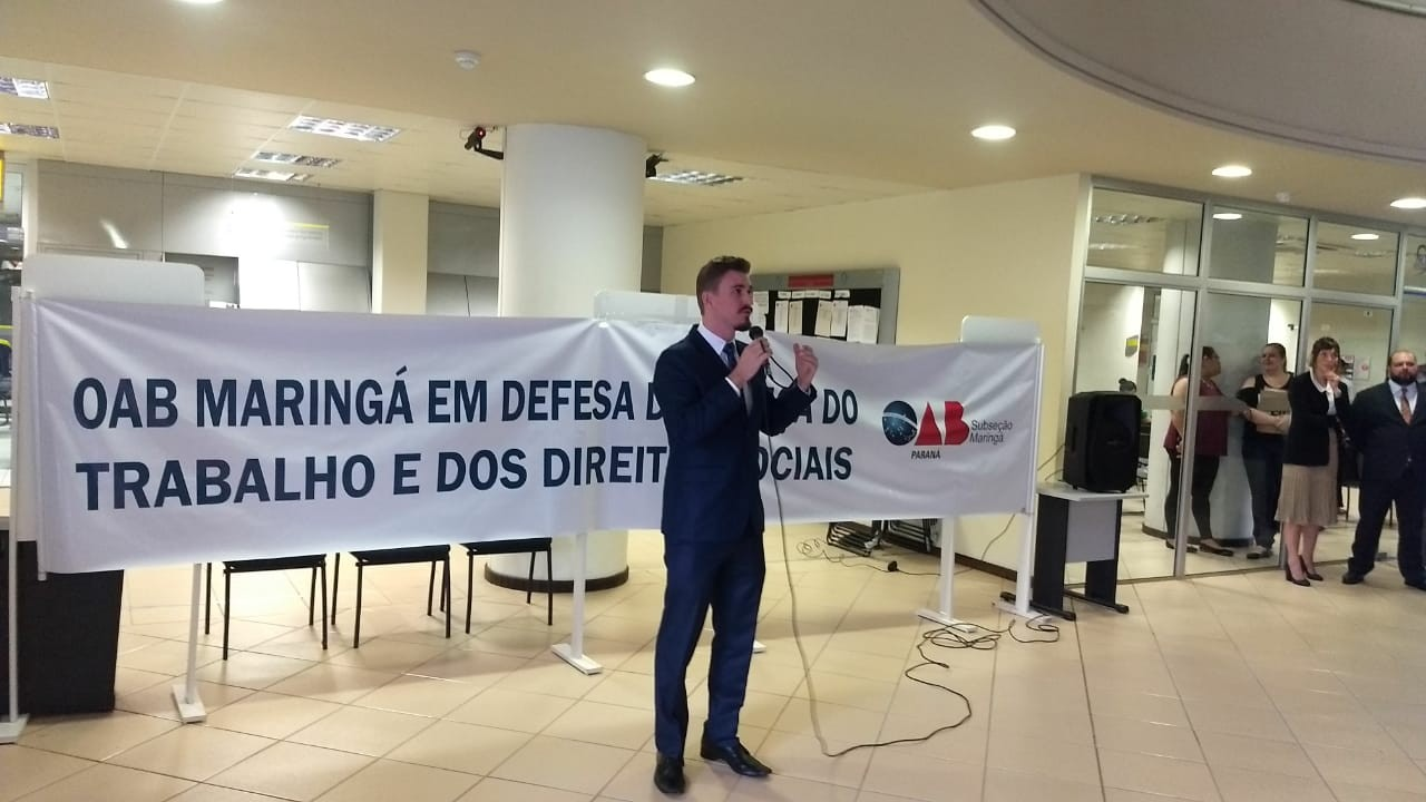Advogados protestam contra ataques vindos do Executivo e Legislativo