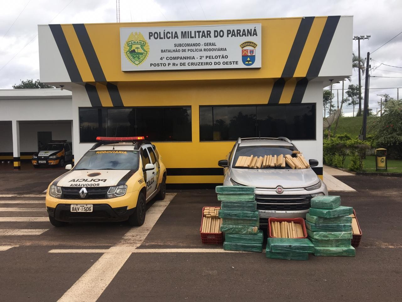 PRE apreende 390 quilos de maconha que seriam transportados para Maringá