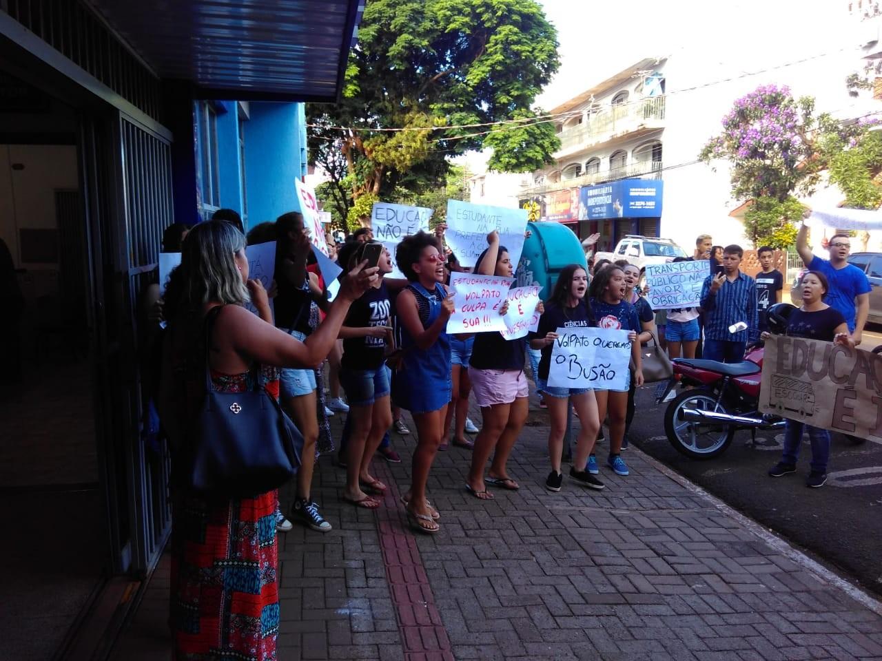 Estudantes protestam contra corte de ônibus em Sarandi