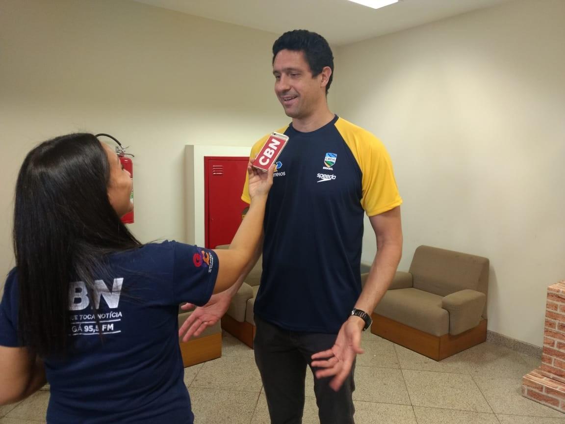 Medalhista olímpico de natação incentiva atletas dos JUBs em Maringá