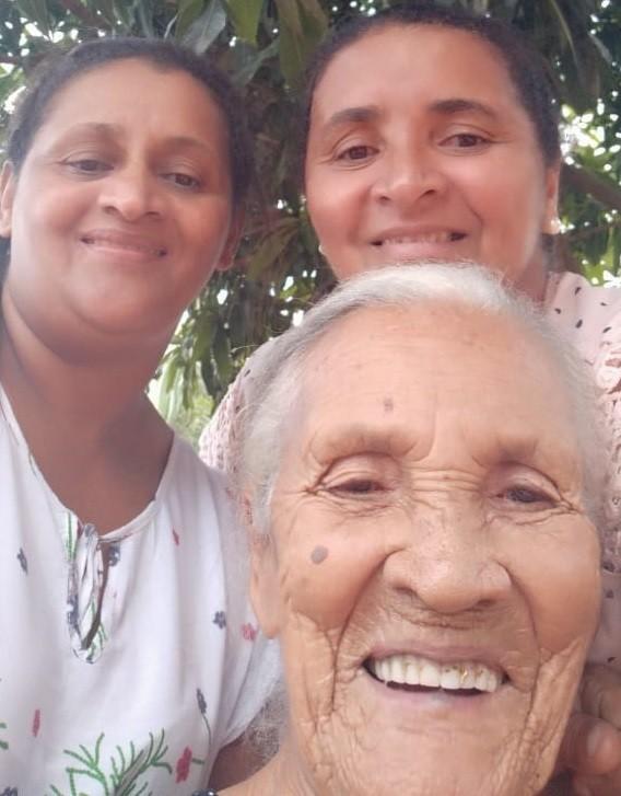 Maria Sirina da Silva com duas das quatro filhas – Foto: Arquivo familiar