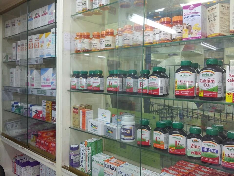 O que concluir de uma economia que aponta mais farmácias que livros?