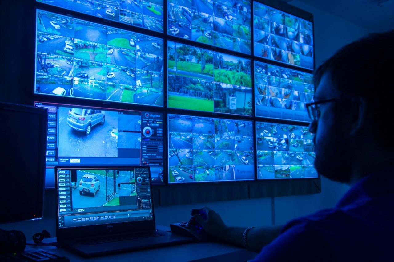 Vigias evitam três arrombamentos na UEM com ajuda de câmeras