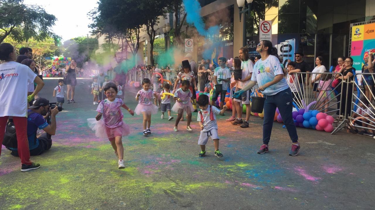 Corrida das Cores circense diverte crianças em Maringá