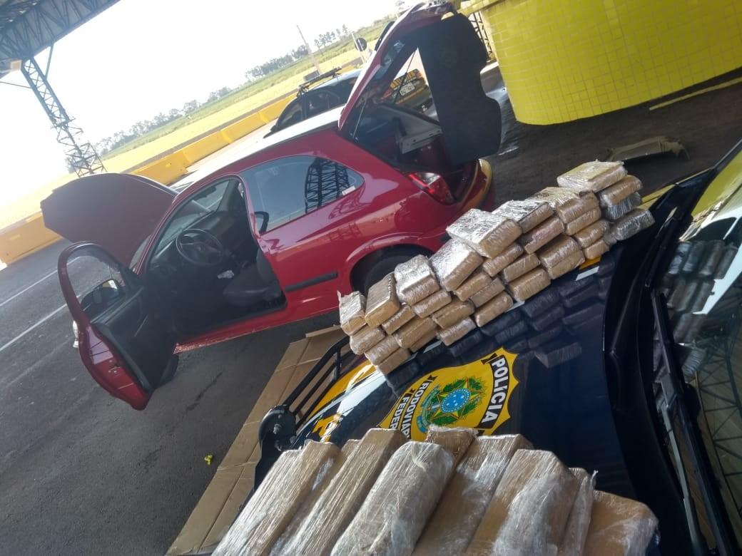 PRF apreende veículo com 46 quilos de maconha