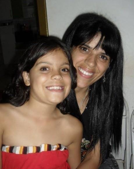 Beatriz Pacheco e a mãe Érika da Silva em foto de arquivo da família