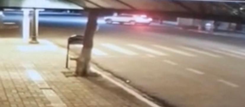 Vídeo mostra bandidos invadindo agência bancária de Floraí
