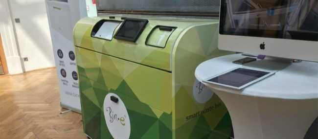 Lixeira inteligente separa e compacta resíduos recicláveis
