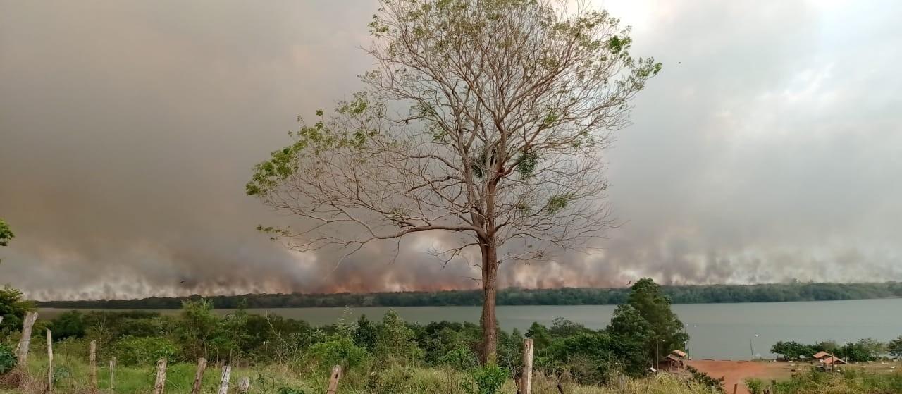 Fogo em Ilha Grande chegou à área do parque nacional em Alto Paraíso
