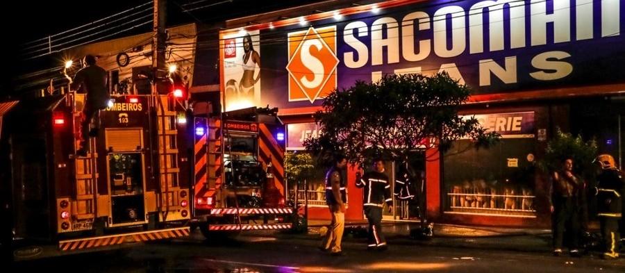 Incêndio atinge loja de roupas no Jardim Alvorada