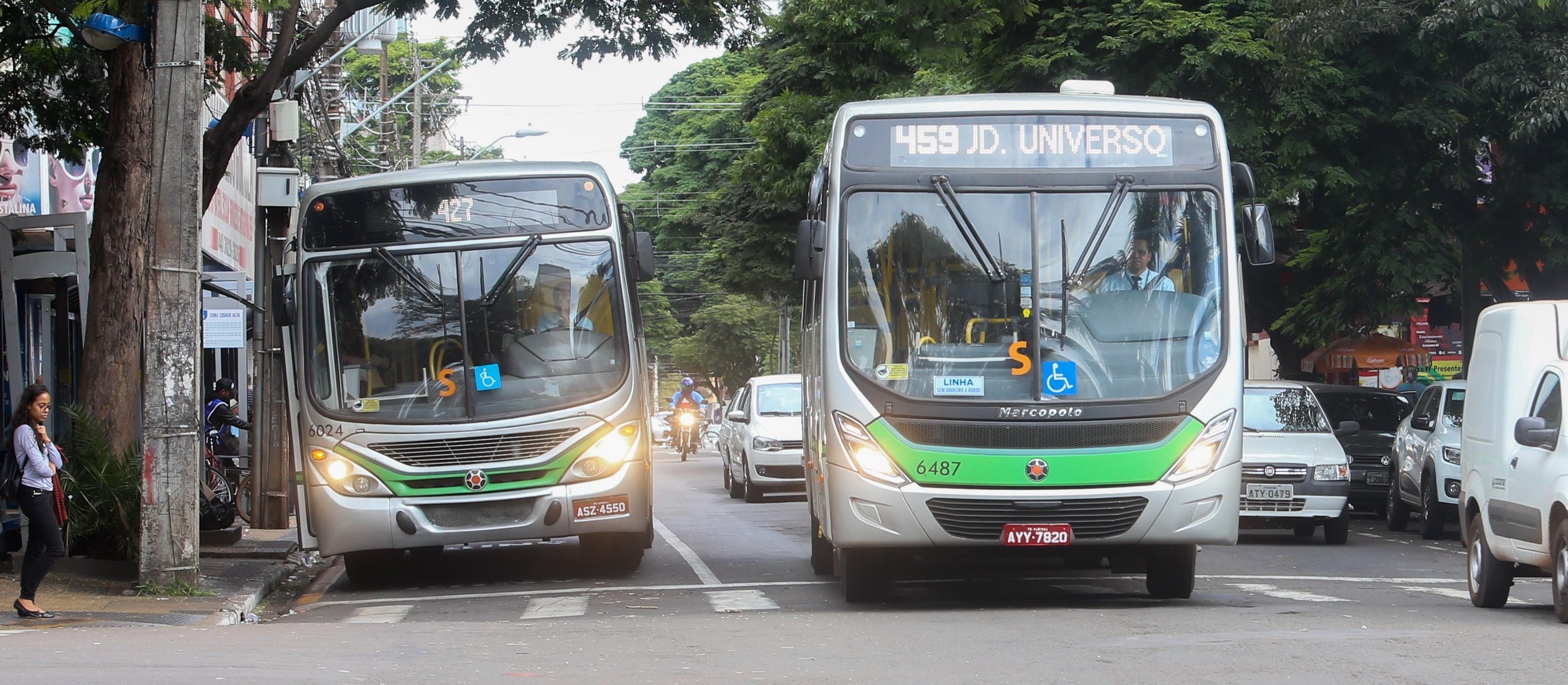 Ônibus paralisam em Maringá na sexta-feira (14) pela manhã