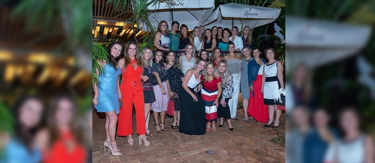 Mulheres se unem para arrecadar recursos para o HUM