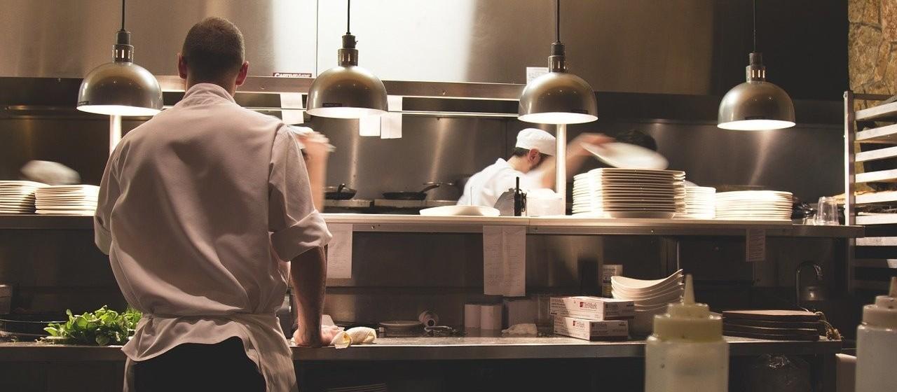 341 pessoas perderam o trabalho no setor gastronômico em Maringá