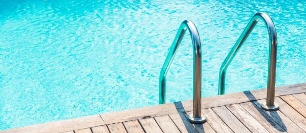 Idosa é socorrida em piscina e morre, em Maringá