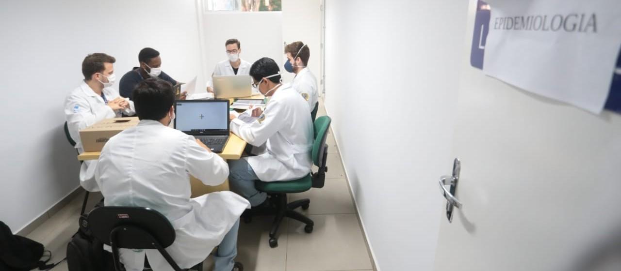 Universitários atuam como voluntários nos atendimentos da saúde