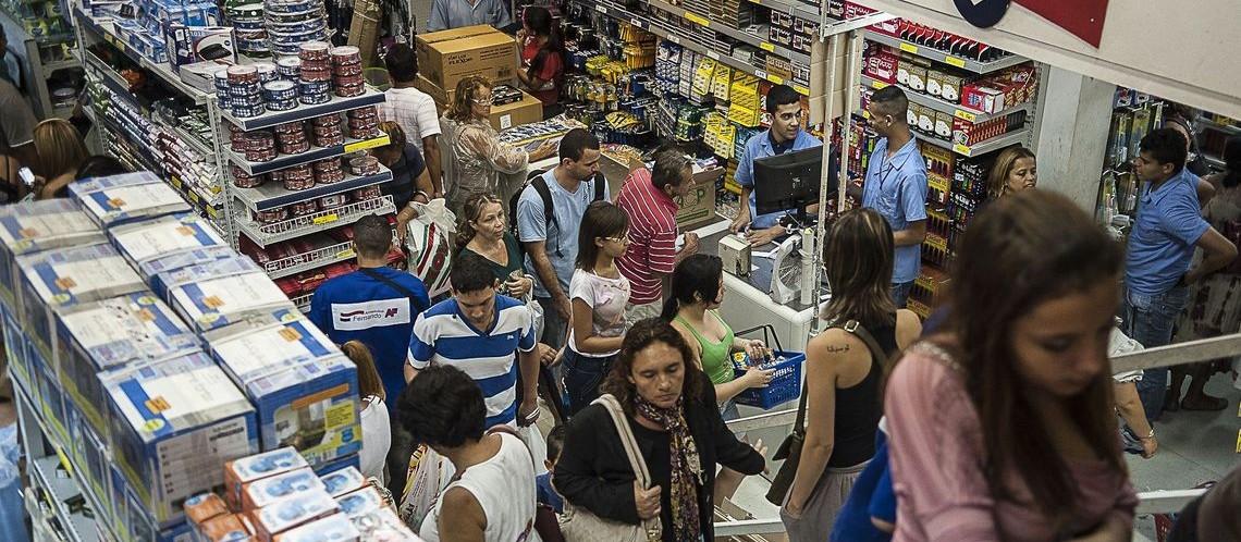 Vendas do varejo caem 0,1% de abril para maio, diz pesquisa do IBGE