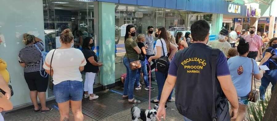 Em fiscalização, Procon de Maringá multa agências da Caixa em quase R$ 500 mil