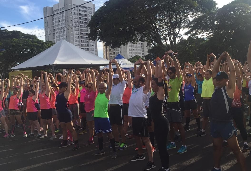 Quase mil pessoas participam do Longão Solidário da PM