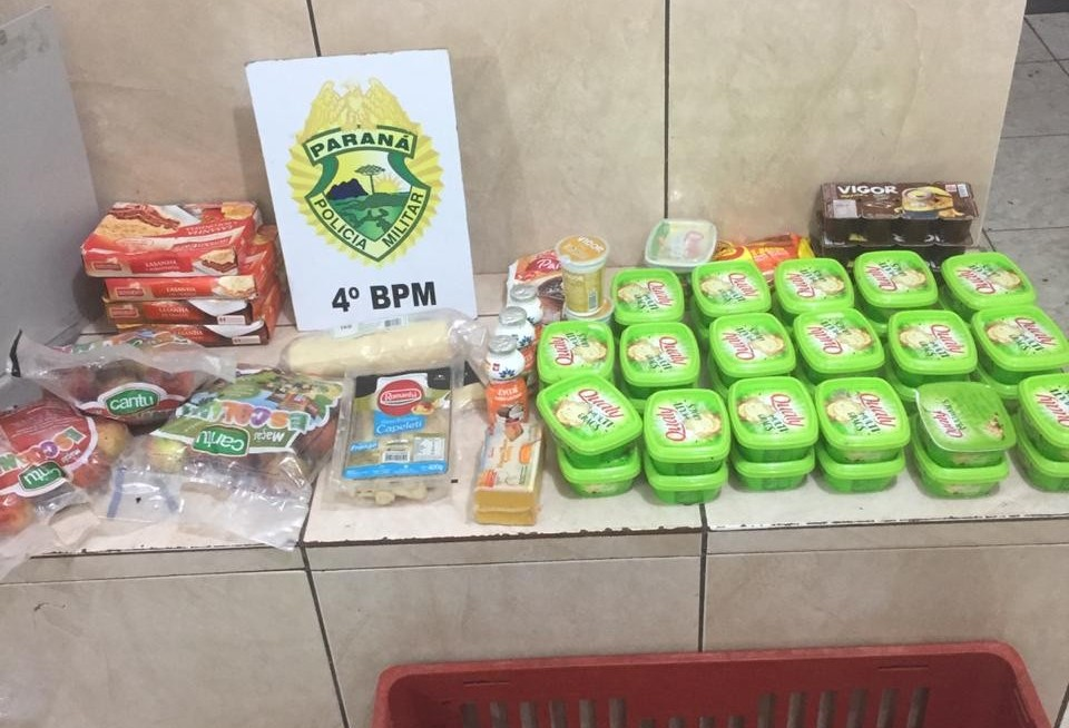 Dois homens são presos em flagrante por furtar supermercado