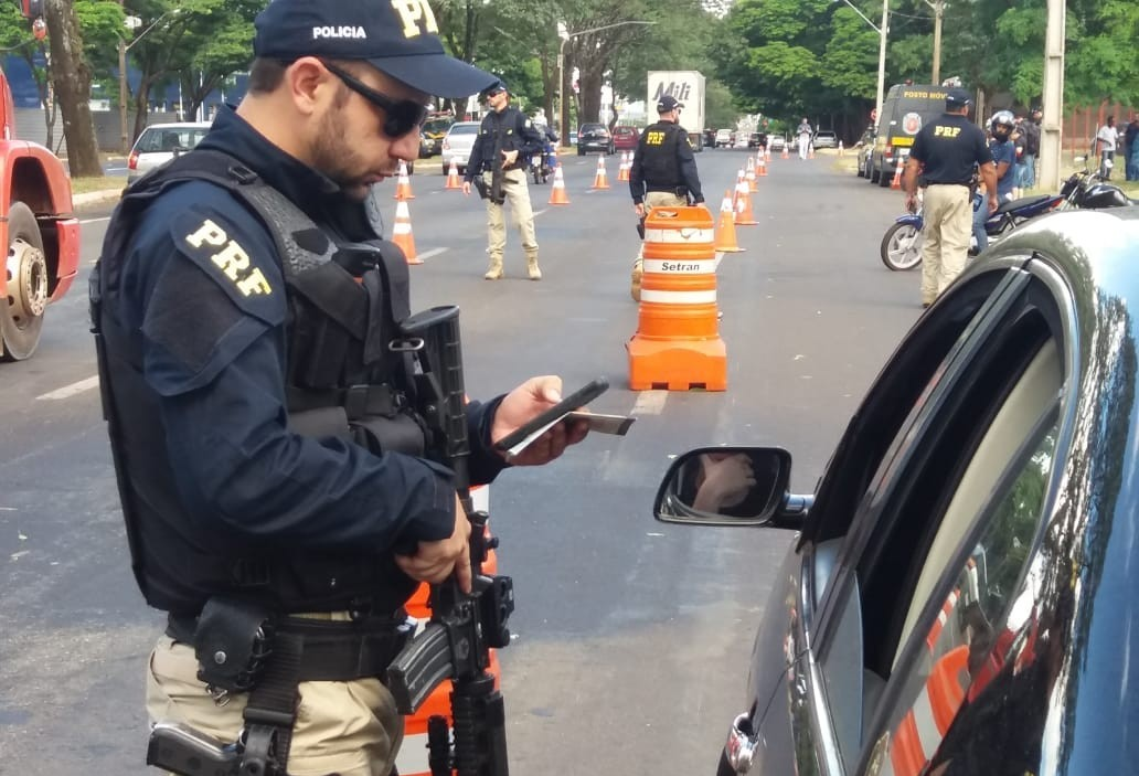 20 veículos são apreendidos na Avenida Colombo