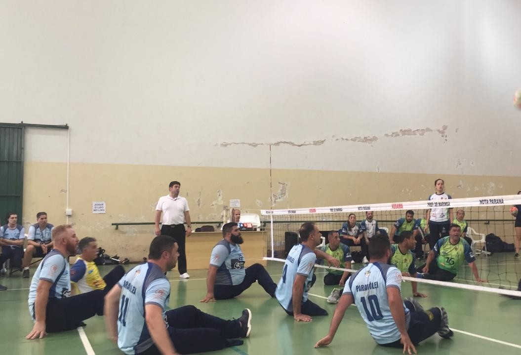 Quase 60 atletas participam do Paranaense de Paravôlei