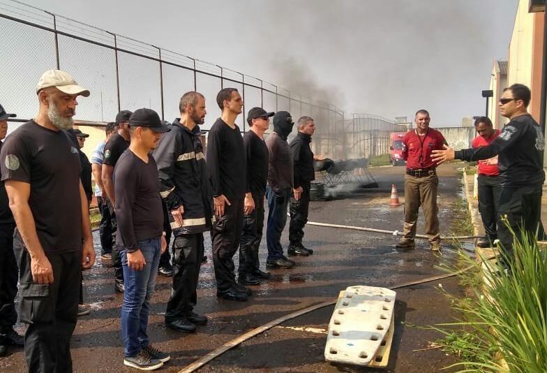 Agentes penitenciários concluem curso de brigadistas