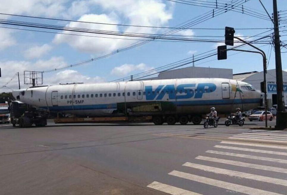 Carcaça de boing da Vasp vira atração no Paraná