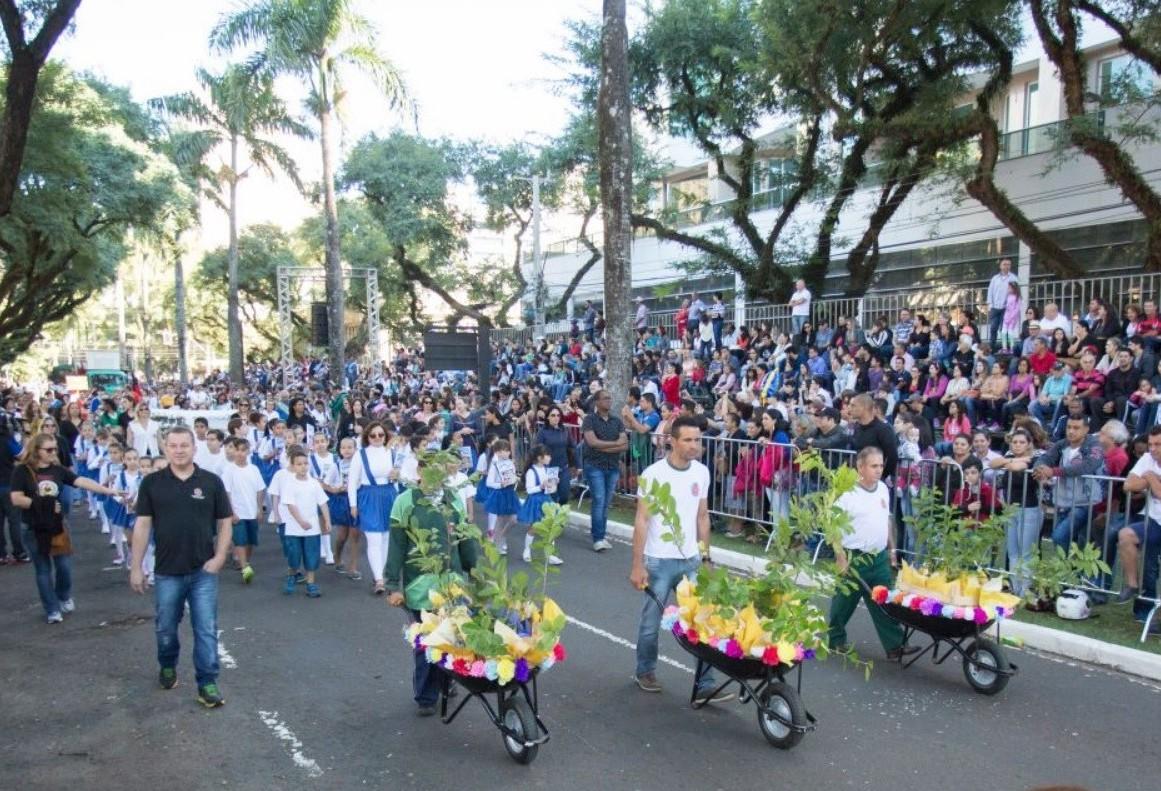 Apresentação artística em desfile de aniversário custa R$ 107 mil em Maringá