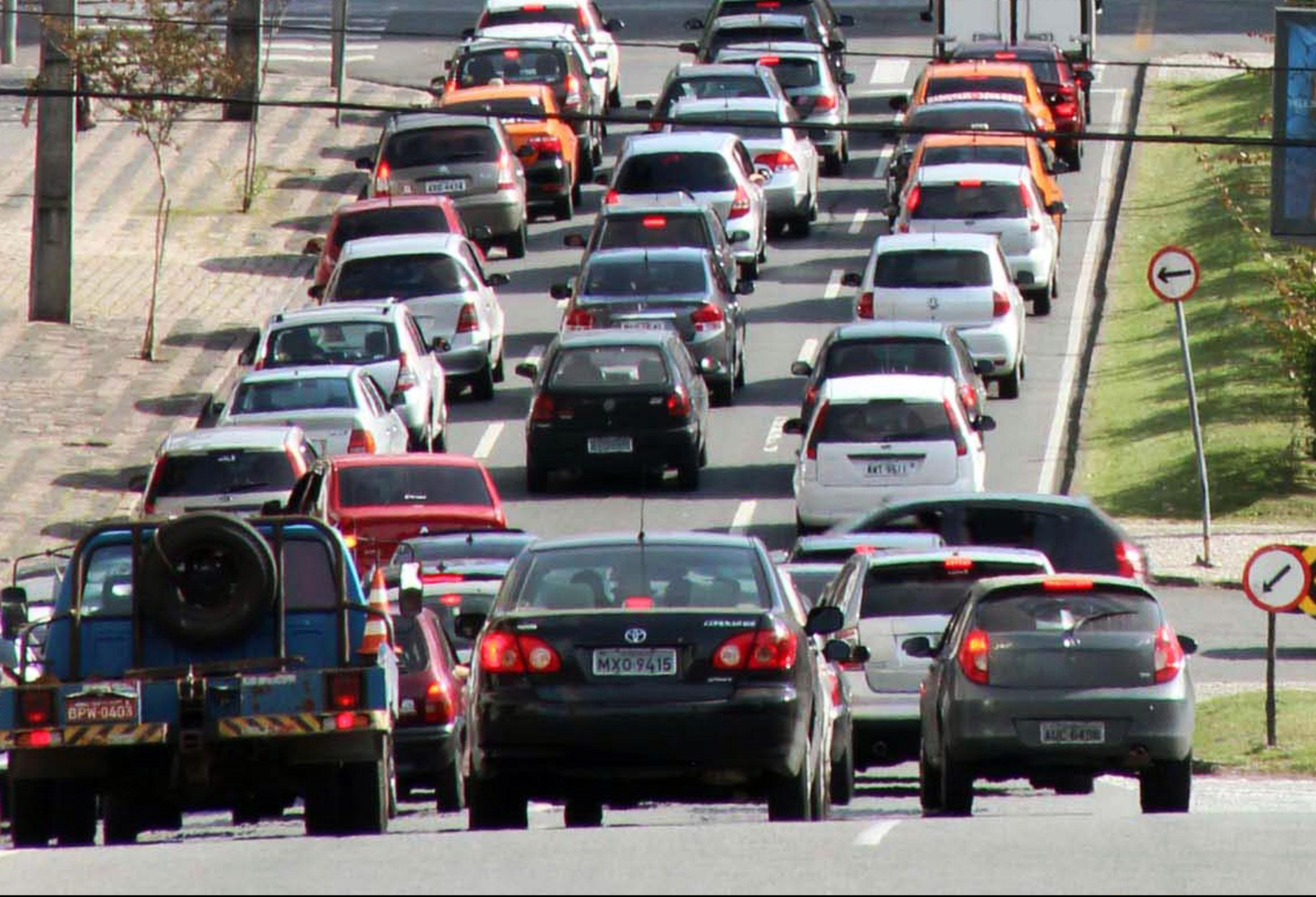 Em março, o número de multas de trânsito foi quatro vezes maior do que em janeiro