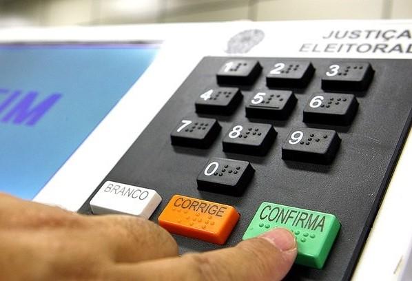 Quase 100 mesários faltantes no 1º turno podem estar com os títulos irregulares