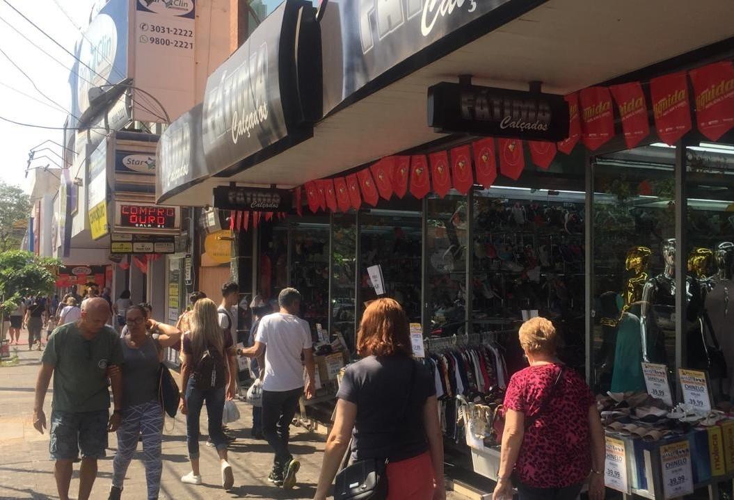 Com descontos de até 70%, Maringá Liquida movimenta lojas