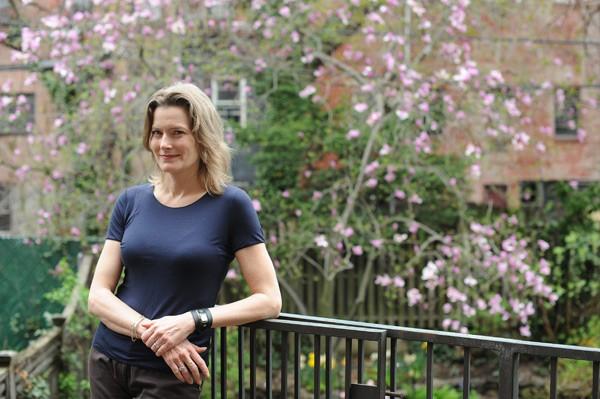 Jeniffer Egan constrói narrativa com melancolia, beleza e saudade