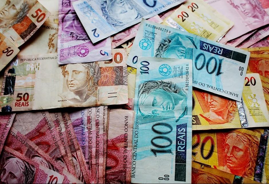 """Gilson Aguiar: """"bom negócio no Brasil é 'vender' dinheiro"""""""