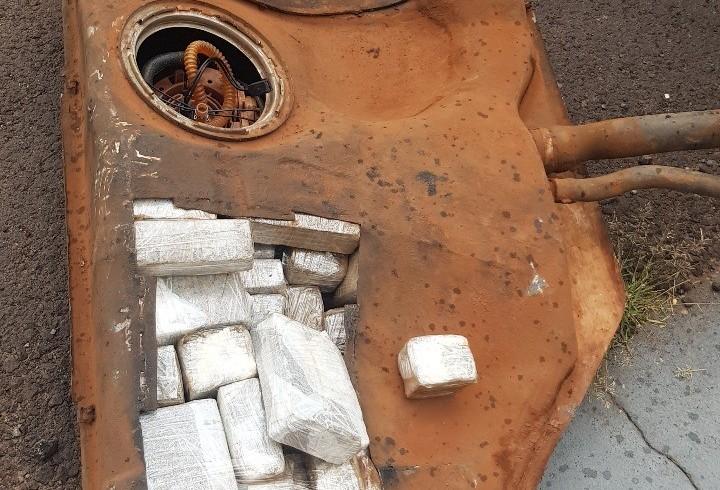 Homem é preso com droga escondida em tanque de combustível de veículo