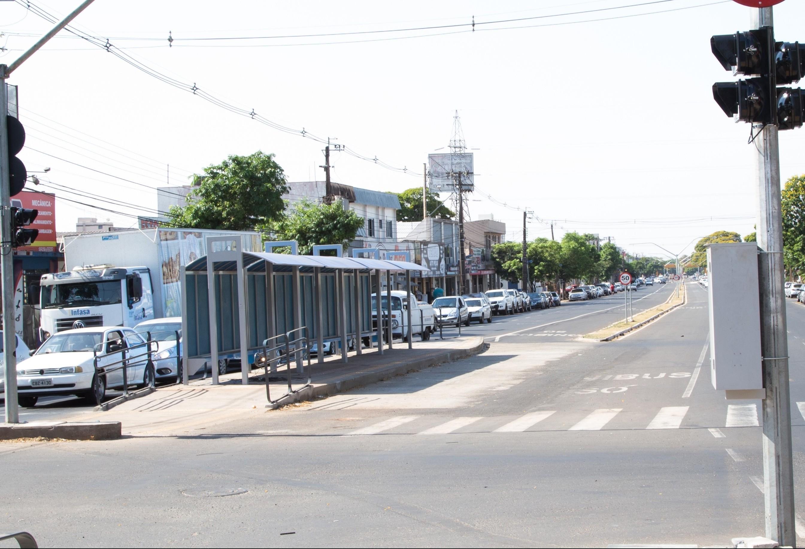 Corredores exclusivos de ônibus serão isolados por 'tachões' neste ano