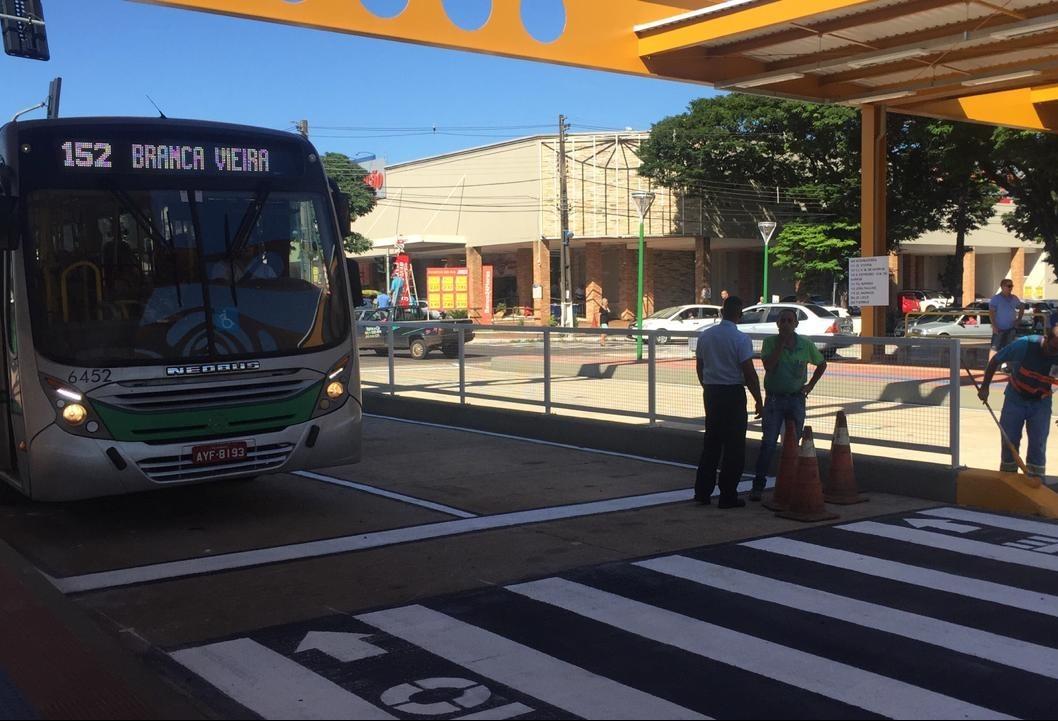 Corredores exclusivos para ônibus começam a funcionar