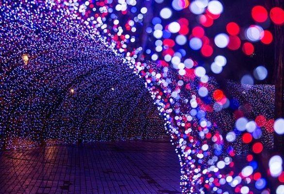 Vandalos estragam decoração natalina de Maringá