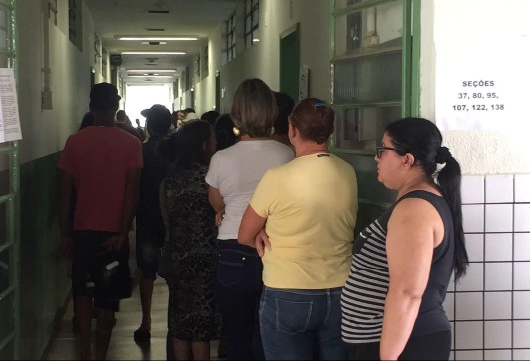 Mudança de locais de votação deixou eleitores perdidos em Maringá