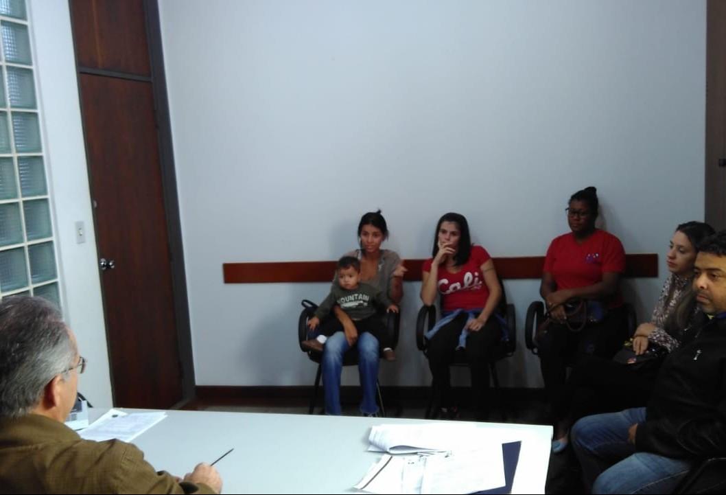 Grupo de mães ouve que município não tem como de resolver situação da fila de crianças na educação