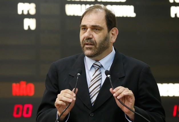 Vereador Mário Verri relata na tribuna episódio ocorrido durante desfile