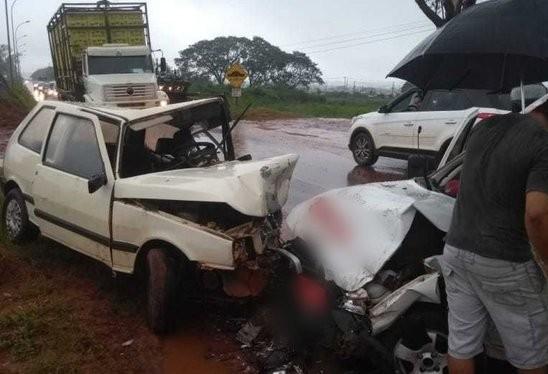 Duas pessoas ficam feridas em acidente na PR-492
