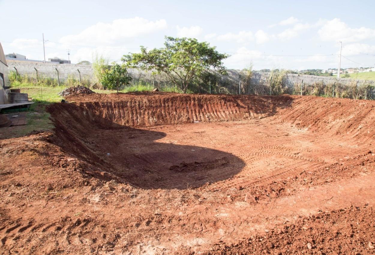 Escavação de 'piscinão' para carpas é concluída