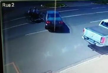 Câmera flagra imprudência de motorista na Avenida Colombo