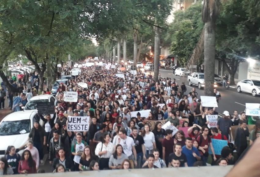 Estudantes protestam contra medidas do Governo Federal