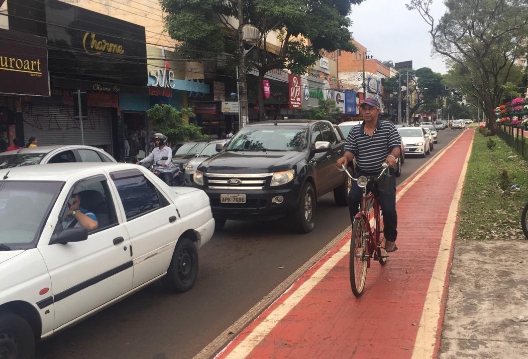 Muita gente hoje em dia só vai ao centro de Maringá de bicicleta