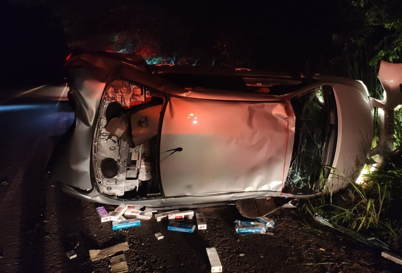Motorista morre em acidente com carro carregado de cigarros na PR-323