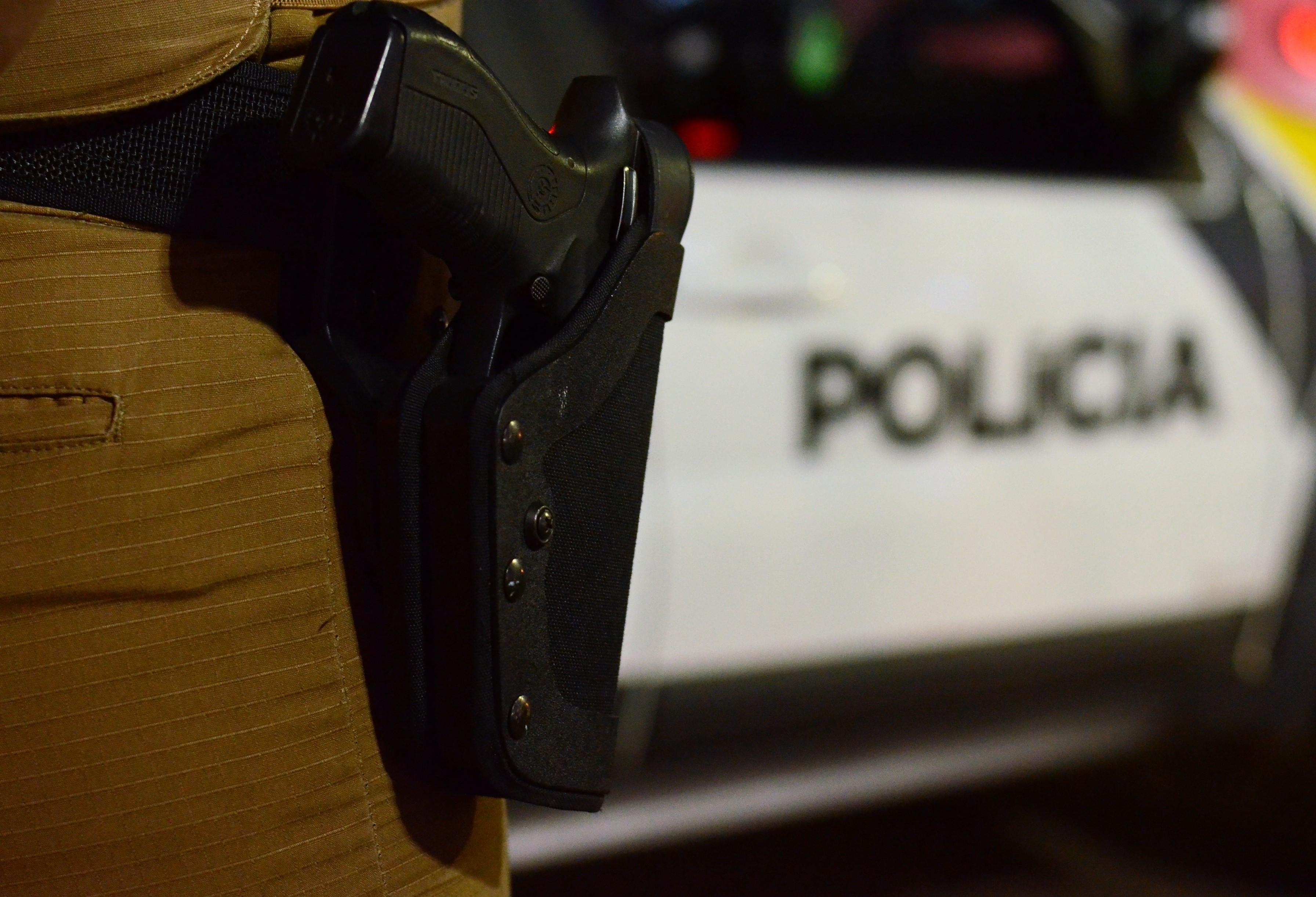 Uma mulher e dois homens são presos com drogas, revólver e mais de R$ 6 mil