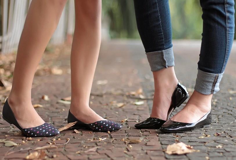 As vantagens de usar sapatilhas e mules